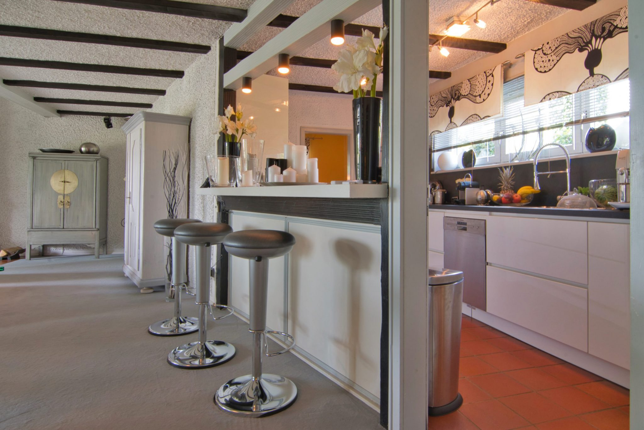 Offene Küche mit Sitzgelegenheit