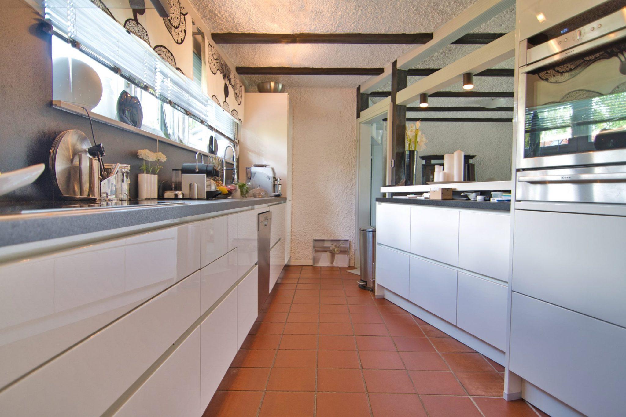 Einbauküche - puristisch und neu