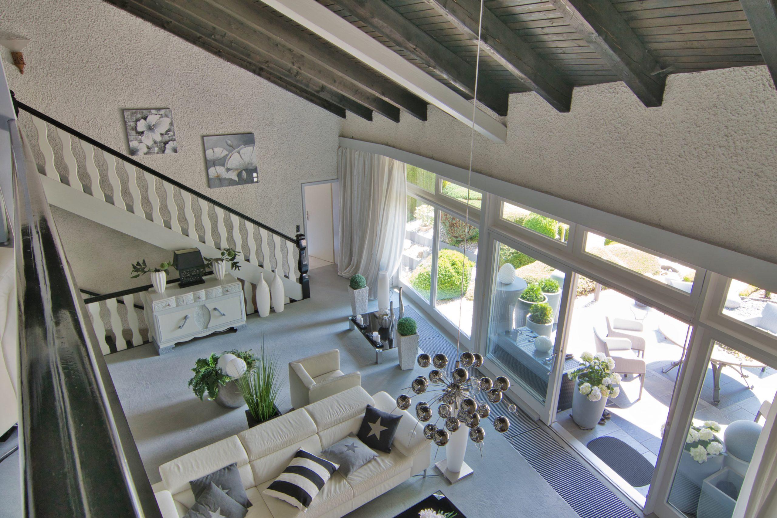 Wohnzimmer Deckenhöhe über 2 Geschosse